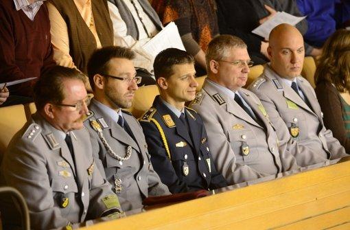 Als Gäste im Landtag sind Mitglieder der Bundeswehr stets willkommen. An Schulen sehen sie Vertreter von Friedensinitiativen nicht so gerne. Foto: dpa
