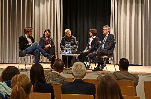 Diskutieren über die Schule: Rüdiger Ott, Gabriele Roegers, Barbara Fritsch-Höschele, Heike Hauber, Wolfgang Krause (v. l.) Foto: A. Becker