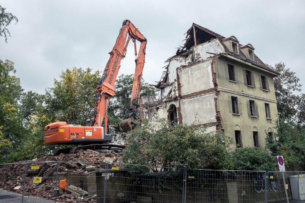 Für das Großprojekt Stuttgart 21 wird derzeit in der Sängerstraße in Stuttgart-Mitte ein Haus abgerissen. Das enteignete Gebäude muss für die Einfahrt des künftigen Fildertunnes weichen. Hier sind die Bilder der Abrissarbeiten. Foto: www.7aktuell.de/Florian Gerlach