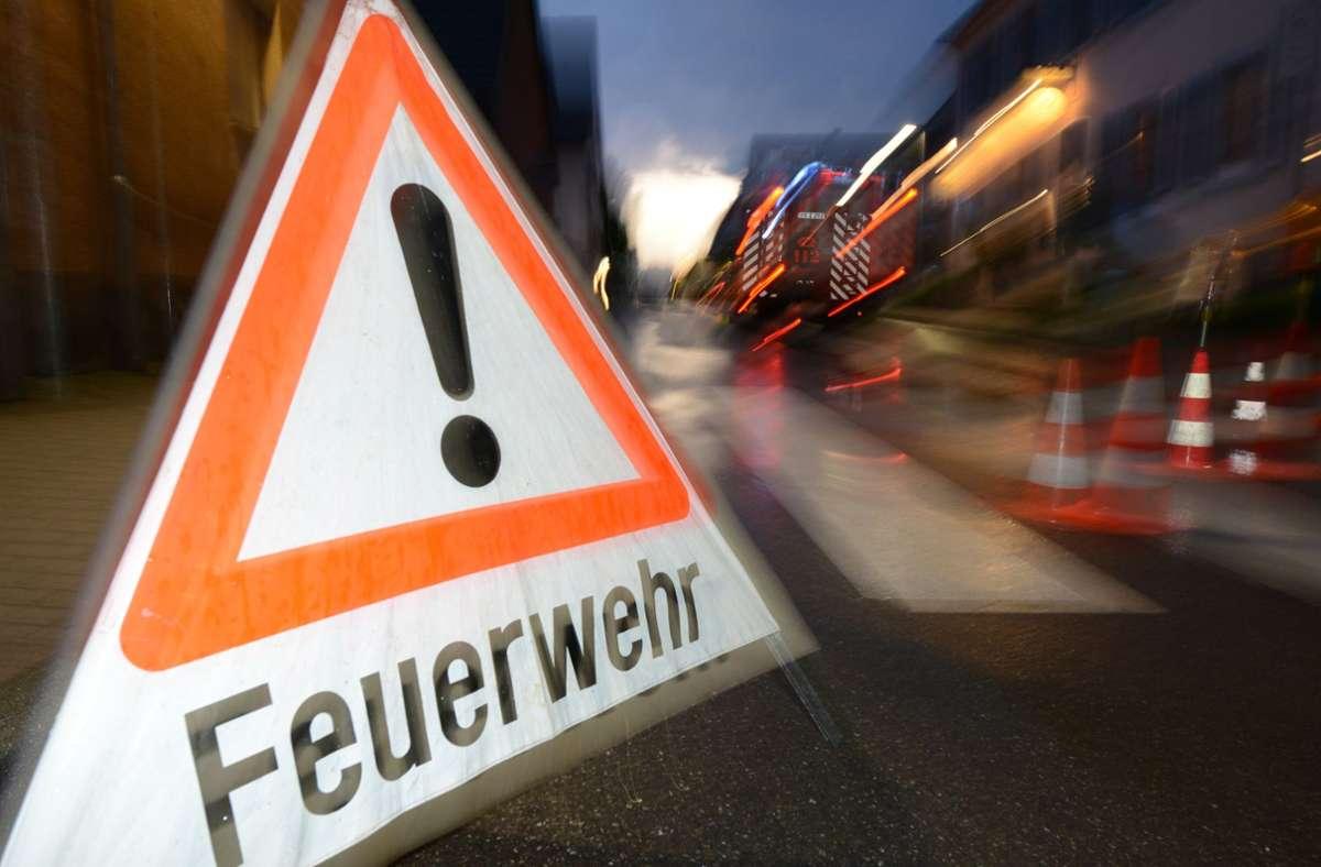 Die Polizei hat in Markgröningen eine Straße gesperrt (Symbolbild). Foto: dpa/Patrick Seeger