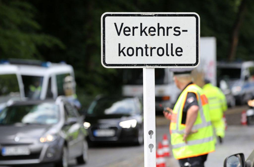 Für die Kontrolle der Fahrverbote in Stuttgart bleibt wohl nur die Anhaltekontrolle (Symbolbild). Foto: dpa