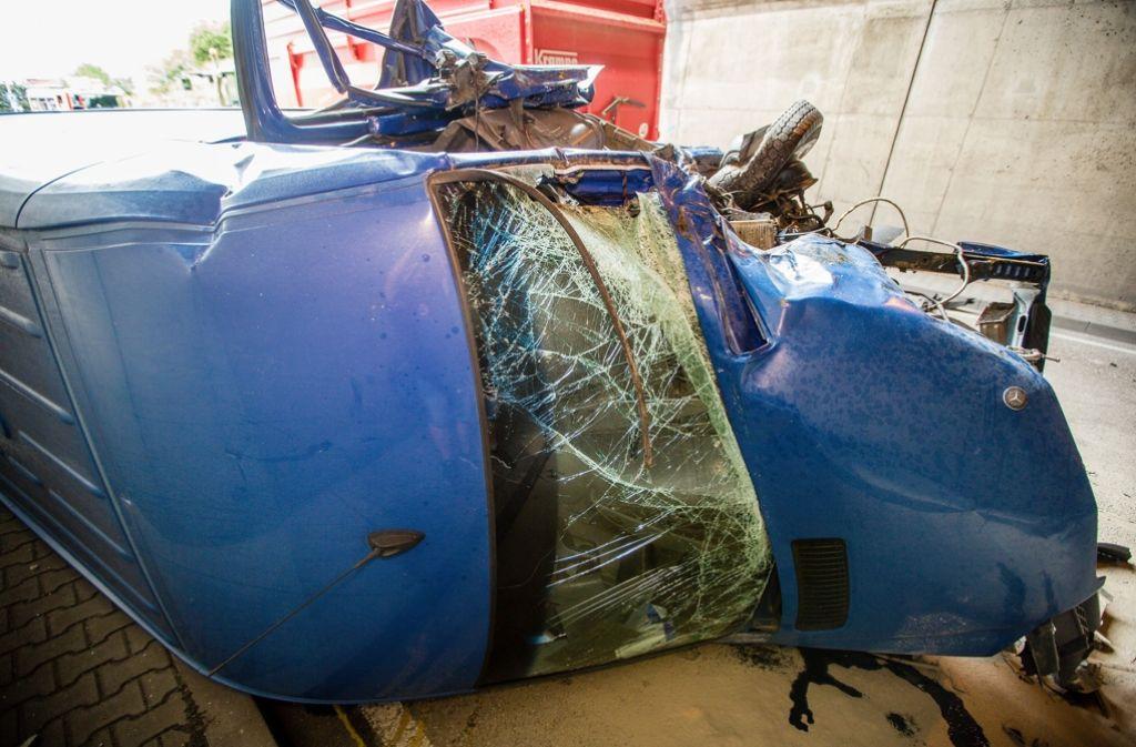 Der Fahrer des Sprinters wird bei dem schweren Unfall bei Murr verletzt. Foto: 7aktuell.de/Schmalz