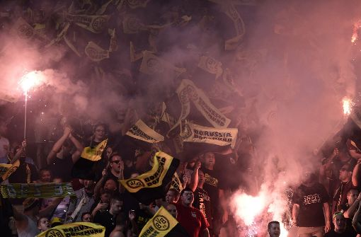 Maskierte BVB-Fans greifen Wolfsburger an