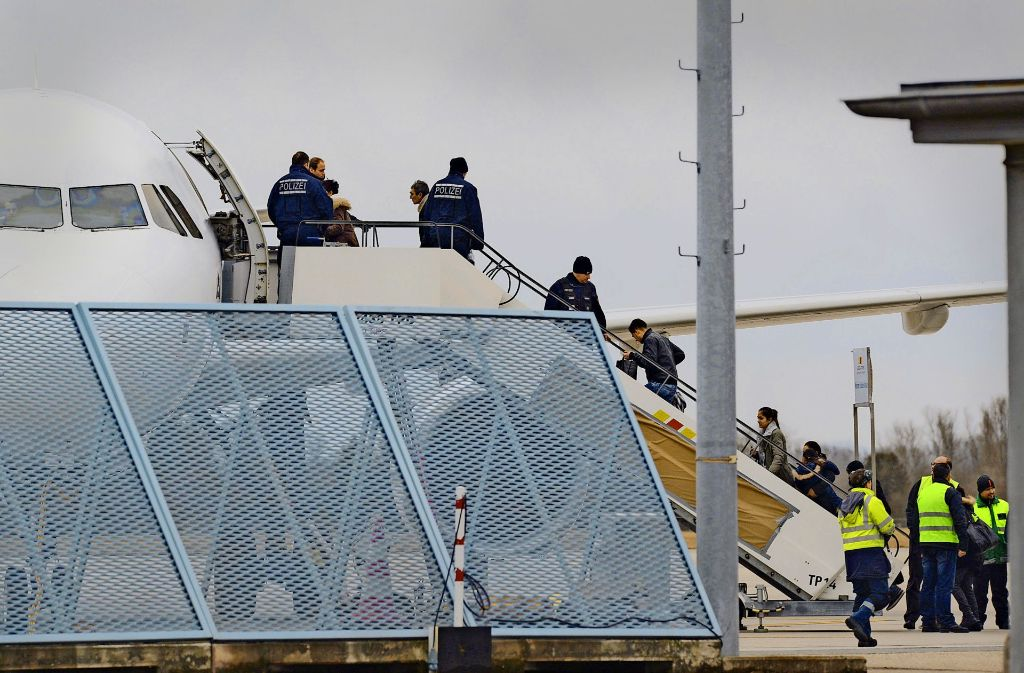 Ein Veto des Bundesverfassungsgerichts ist für manche Asylbewerber die letzte Hoffnung. Foto: dpa
