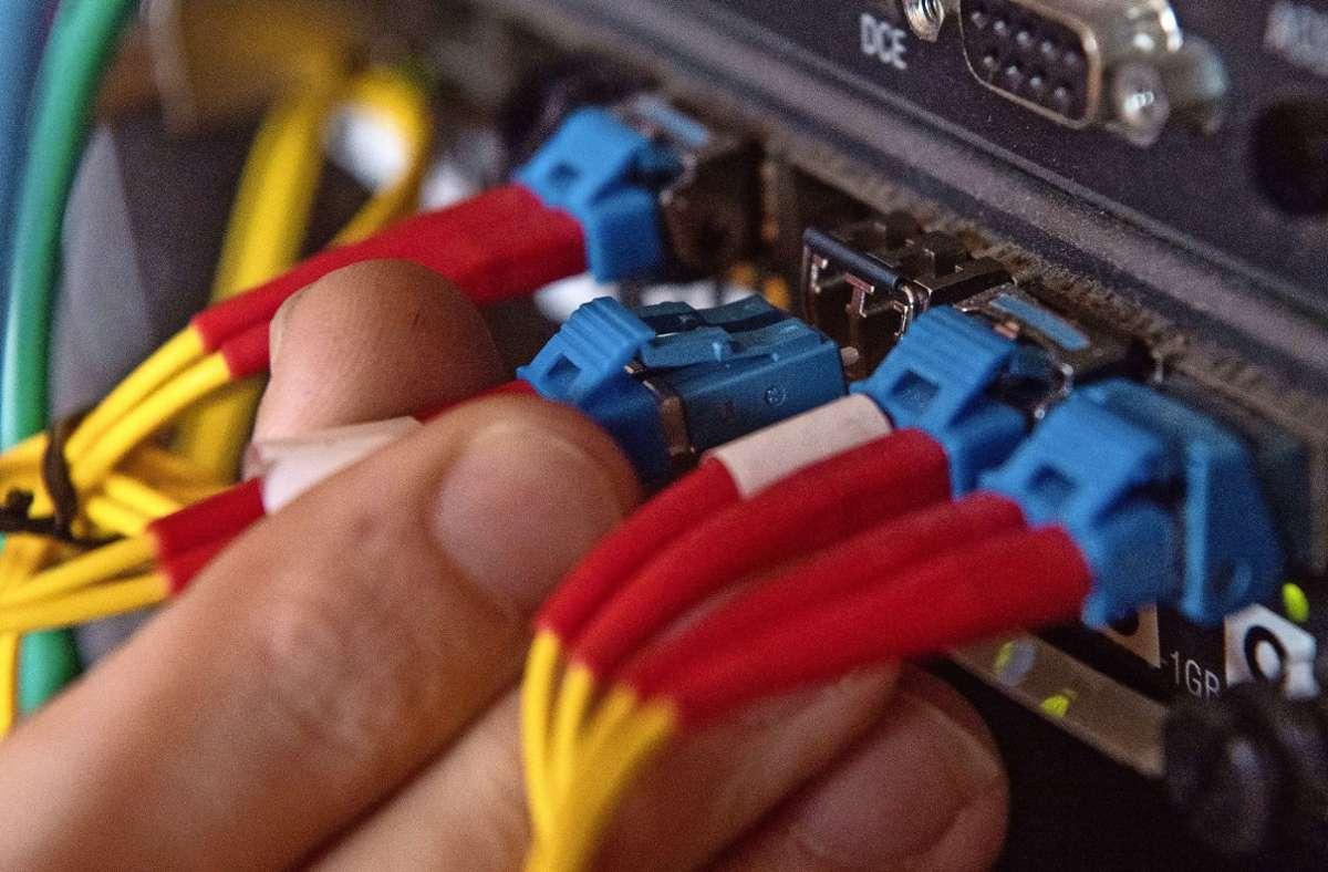 Glasfaser erlaubt schnellere Download- und Upload-Geschwindigkeiten. Foto: Symbolbild dpa/Marijan Murat