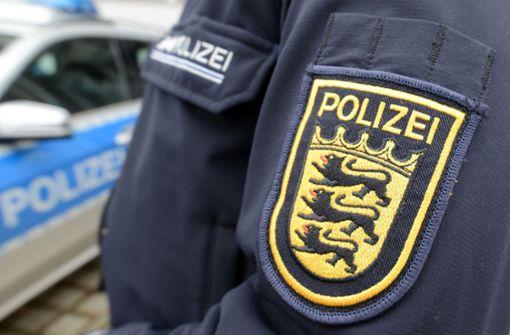 Beim Ausparken Auto gerammt –  Frau narrt Polizisten