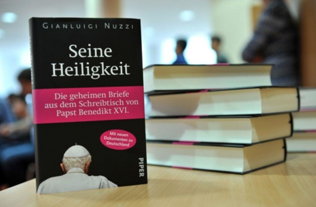 """Die Details der """"Vatileaks""""-Affäre sind nun auch auf deutsch nachzulesen. Foto: dapd"""