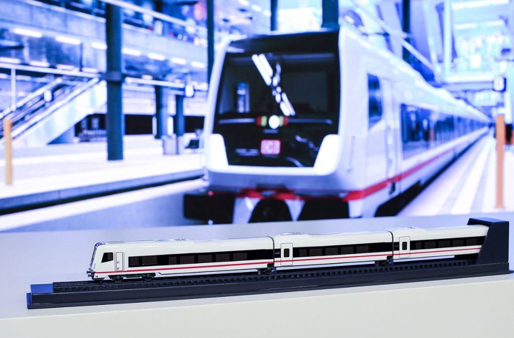 Insgesamt soll Talgo nach Bahn-Angaben bis zu 100 Loks und Reisezugwagen liefern. Foto: dpa