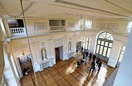 Lustschloss    öffnet mit Hundertwasser-Schau
