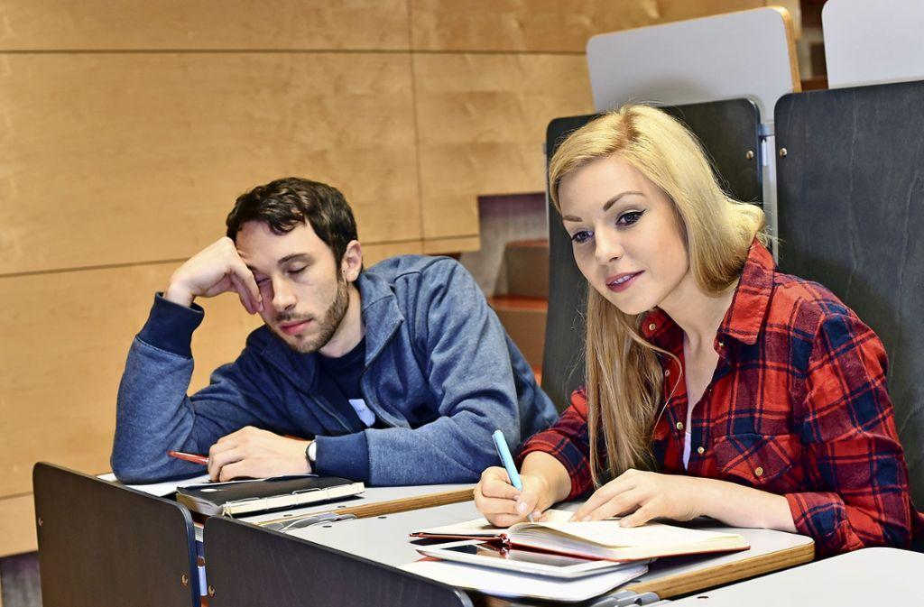 Mit dem Studium überfordert? Mit einem frühzeitigen Kenntnistest will die Uni Stuttgart helfen, Lücken zu schließen. Foto: dpa-tmn