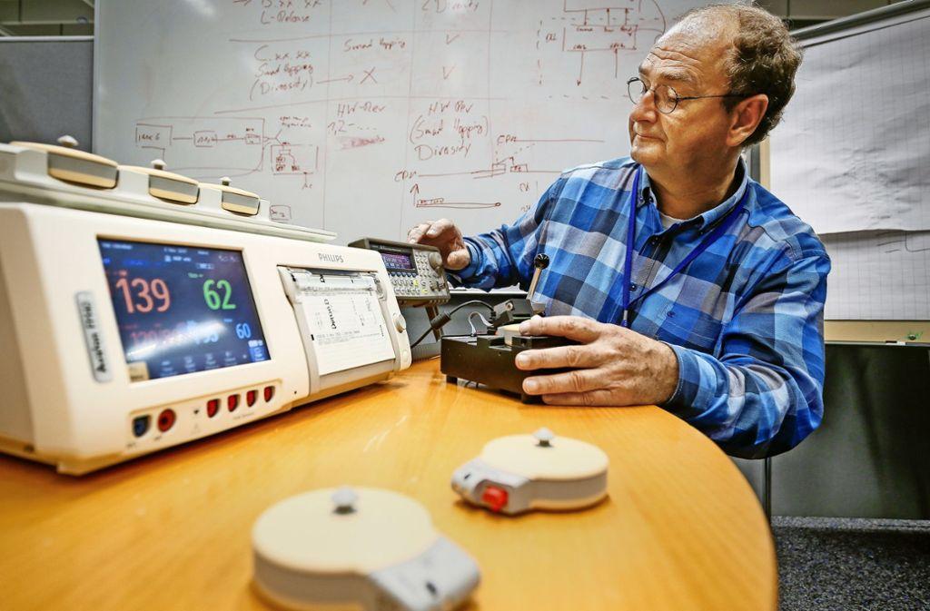 Markus Wohlschlager  arbeitet weiter an der  Genauigkeit   der Geräte, mit denen die Kindersterblichkeit verringert werden konnte. Foto: factum/Granville