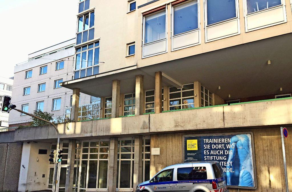 Das ehemalige Pflegeheim an der Olgastraße steht leer und wird demnächst grundlegend saniert und umgebaut. Foto: Sybille Neth