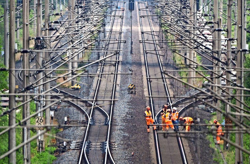 Gleise, Weichen und Signaltechnik werden erneuert. Foto: dpa