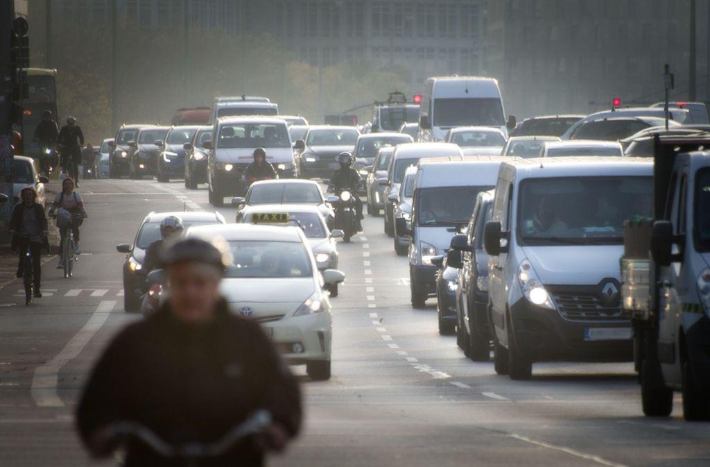 Vom Fahrverbot ausgenommen sind erst Fahrzeuge mit Euro-6-Norm. Foto: pixabay