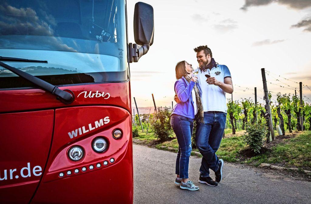Die neue Weintour im roten Cabrio-Bus stößt auf Zuspruch. Foto: Lichtgut/Julian Rettig