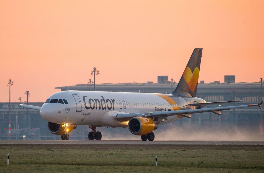 Condor fliegt weiter – zumindest vorerst. Aufgrund finanzieller Probleme erwartet das Unternehmen Hilfe vom Staat. Foto: picture alliance / dpa-tmn/Patrick Pleul