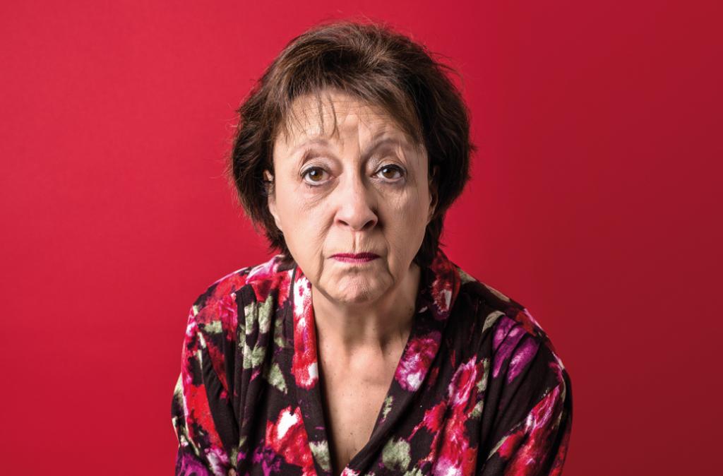 Theater-Autorin und Mundart-Darstellerin Monika Hirschle hat das Stück ins Schwäbische übertragen und spielt  die Hauptrolle der Frau Boldinger.  Foto: Volker Beinhorn