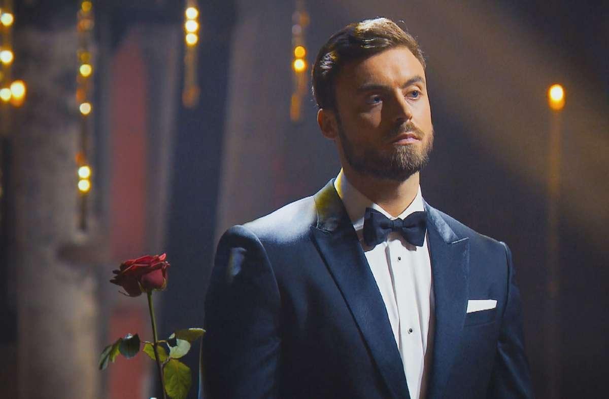 Die große Entscheidung  für Bachelor Niko steht an: Wem wird er die letzte Rose überreichen? Foto:
