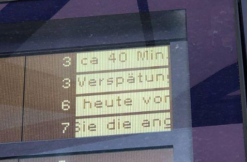 Böschungsbrand lähmt S-Bahn