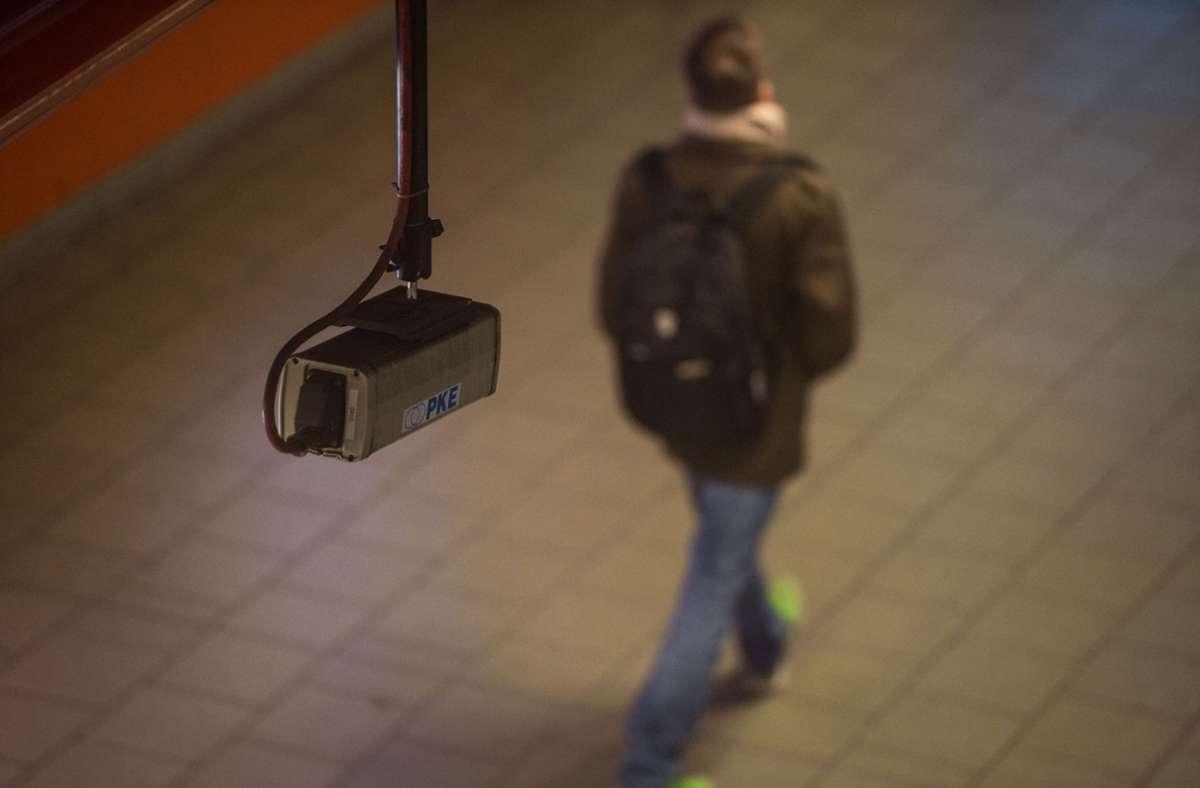 Eine breite Mehrheit des Stuttgarter Gemeinderats befürwortet die Pläne für eine Videoüberwachung bestimmter Plätze in der Stuttgarter Innenstadt. Foto: dpa/Lino Mirgeler