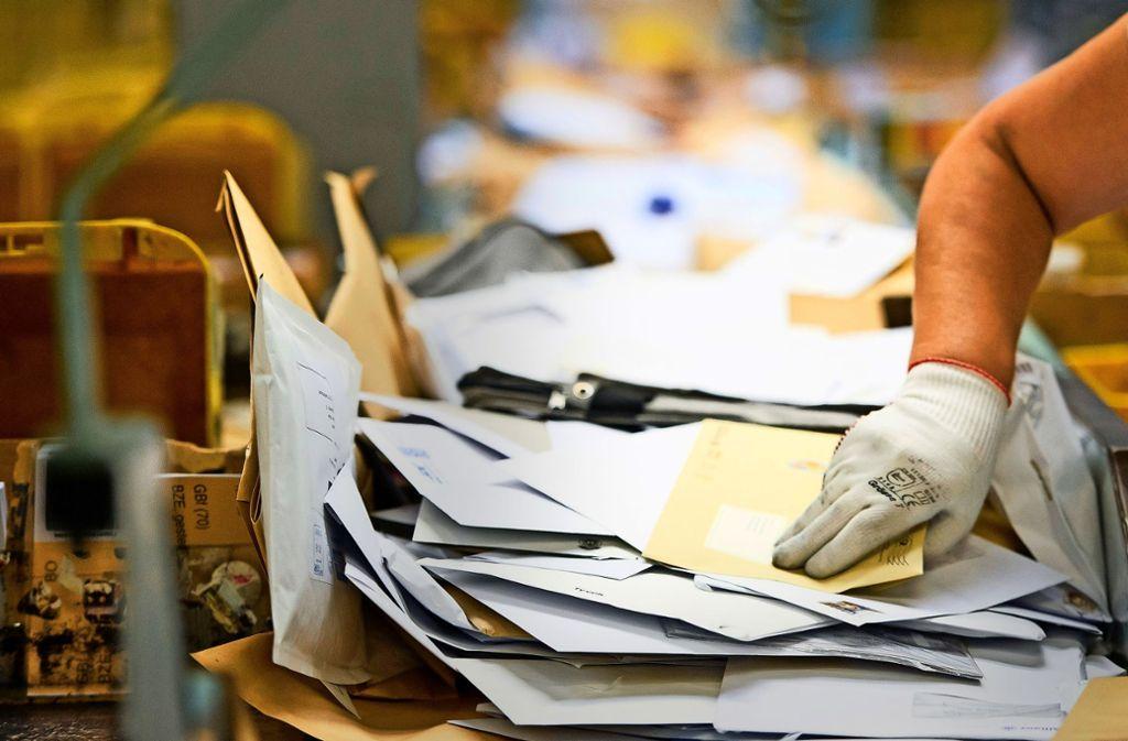 Seit Monaten kommen Briefe in Ditzingen und Hemmingen verspätet an – in der Verteilerstelle in Ditzingen mangelt es an Personal. Foto: dpa