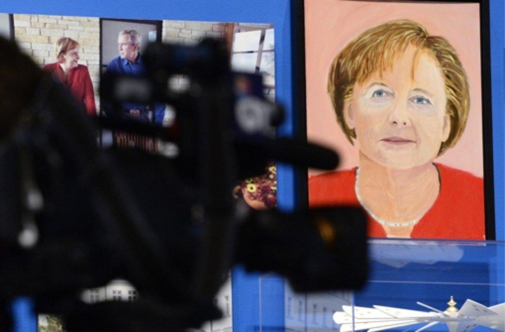 Doch, Ähnlichkeit ist da: George W. Bushs Version von Bundeskanzlerin Angela Merkel. Foto: dpa