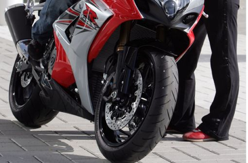Radler und Motorradfahrer werden verletzt