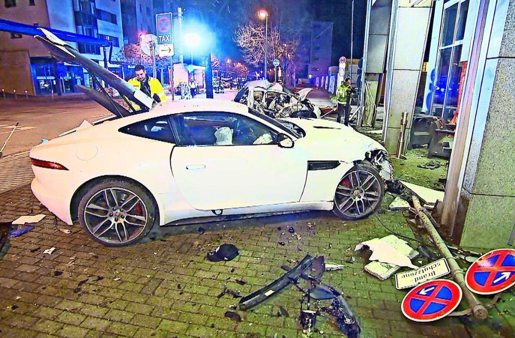 Mit diesem gemieteten Jaguar soll der Angeklagte zwei Menschen totgefahren haben. Foto: 7aktuell.de/Simon Adomat