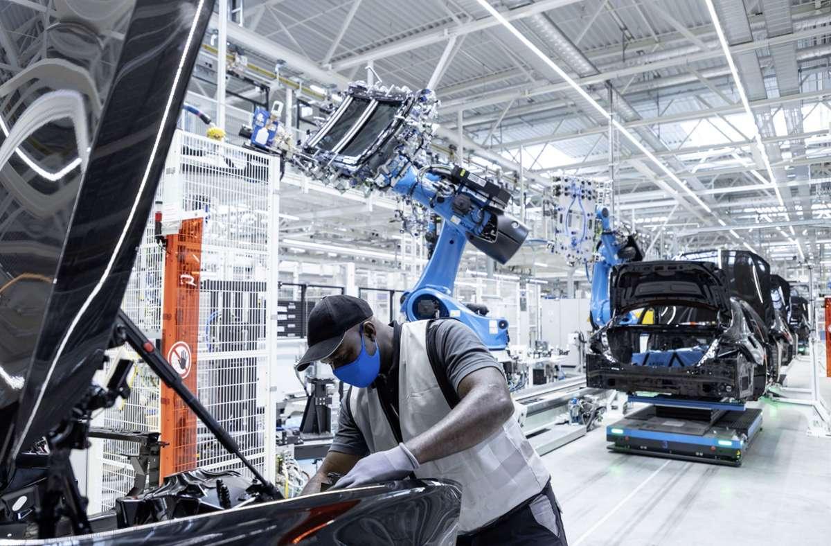 Produktion bei Daimler in Sindelfingen: Die Wirtschaft im Kreis Böblingen wird von der Automobilindustrie dominiert. Foto: Daimler AG