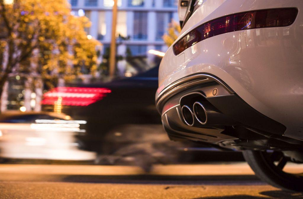 Entscheidend ist, was hinten raus kommt. Bei modernen Dieselfahrzeugen sollen das inzwischen wenig Schadstoffe sein. Die Autokäufer sind offenbar überzeugt. Foto: Lichtgut/Max Kovalenko