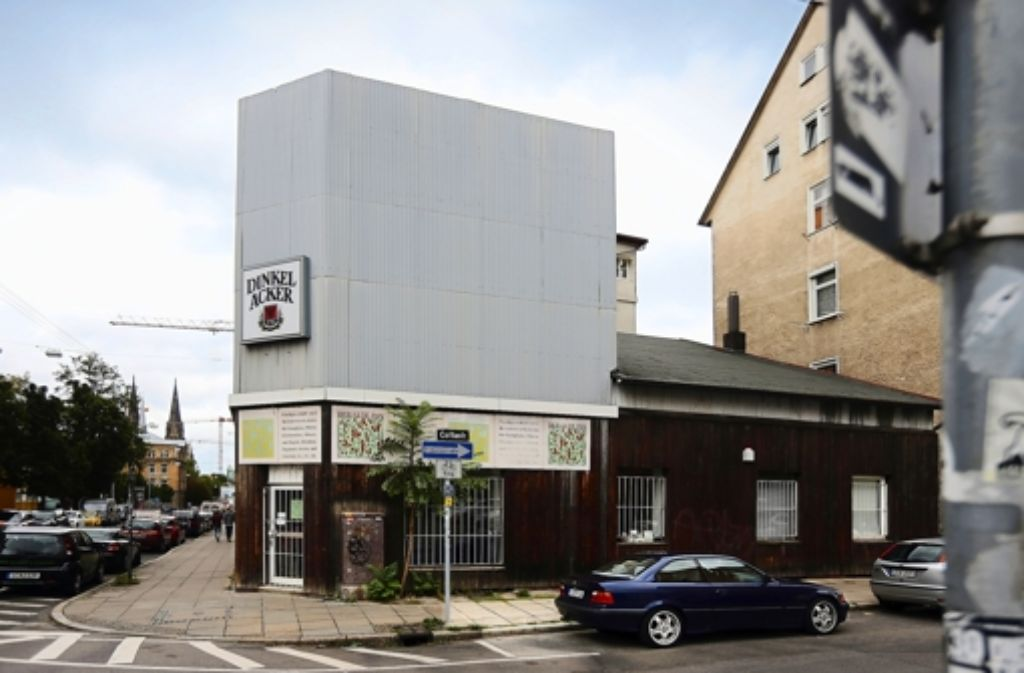Das Instrumentengeschäft im Eckgebäude steht bereits leer. Foto: Achim Zweygarth