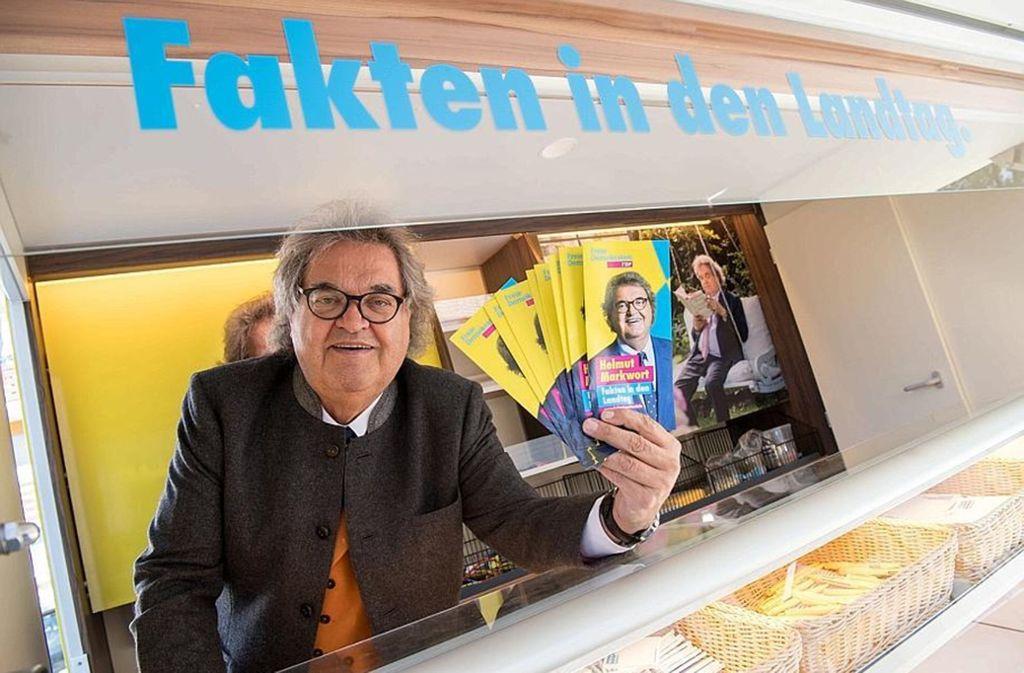 "Sein bestes Wahlkampfargument: er selbst. Helmut Markwort im ""Faktomobil"". Foto: dpa"