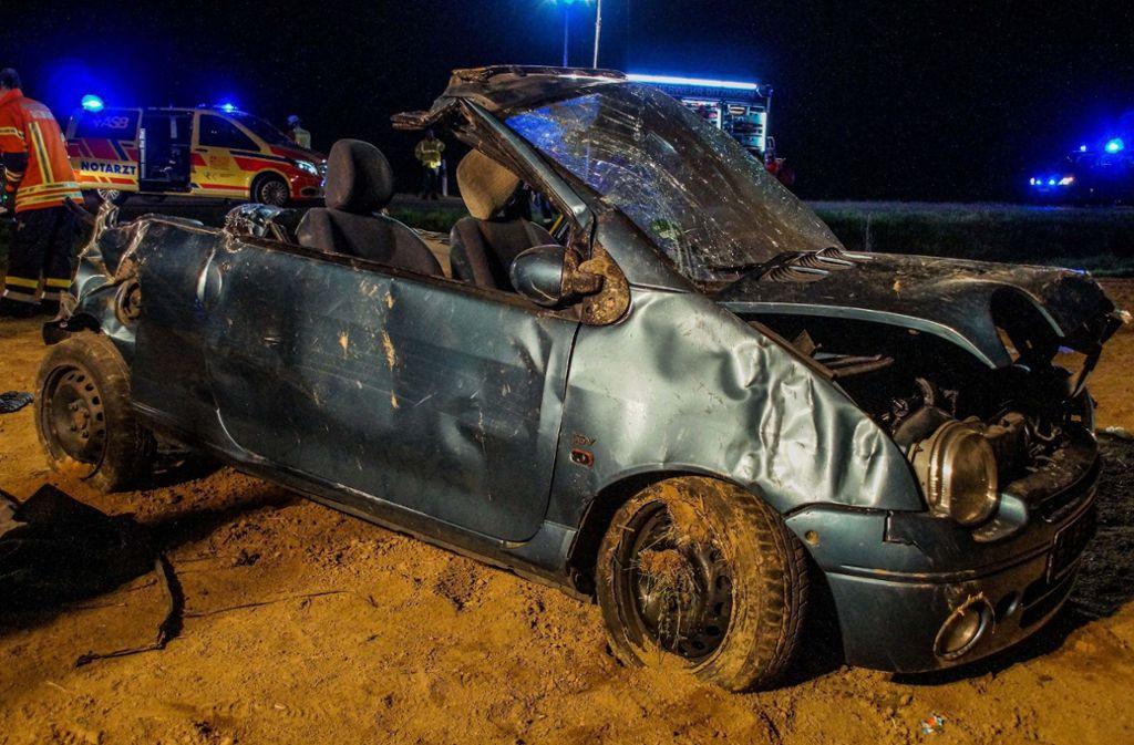 Bei dem Unfall wurden vier Menschen verletzt, drei davon schwer. Foto: SDMG