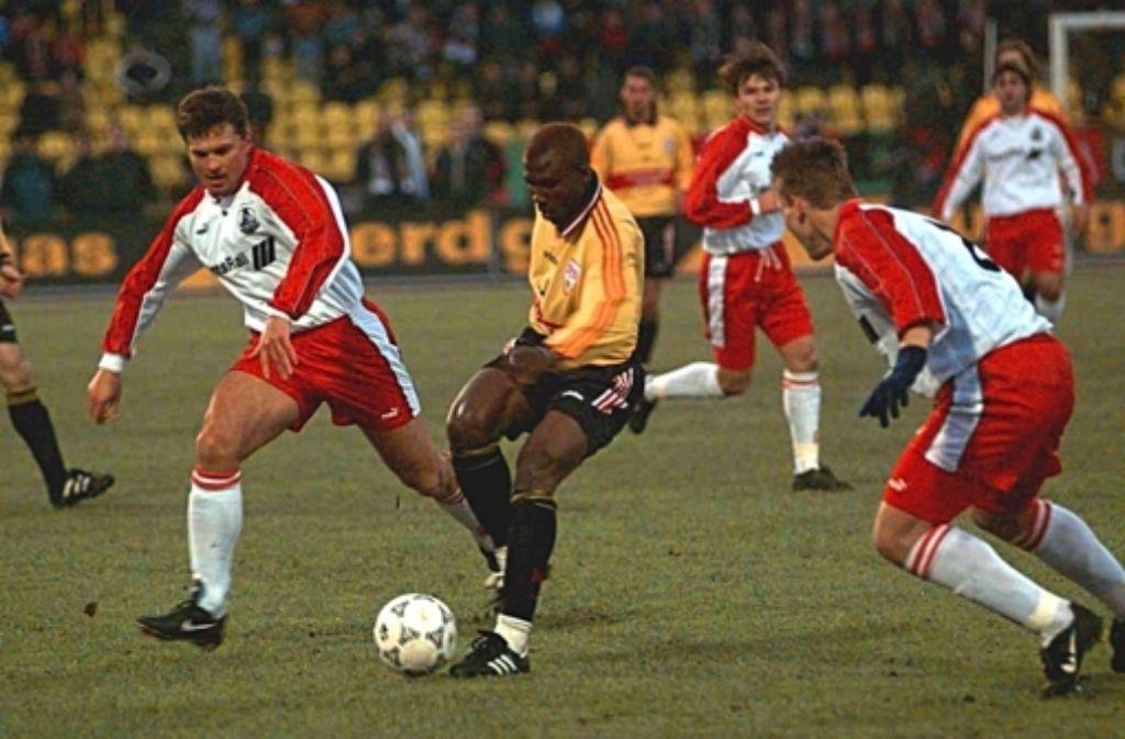 Im Moskauer Frühling: VfB-Stürmer Jonathan Akpoborie am 16. April 1998 Foto: dapd
