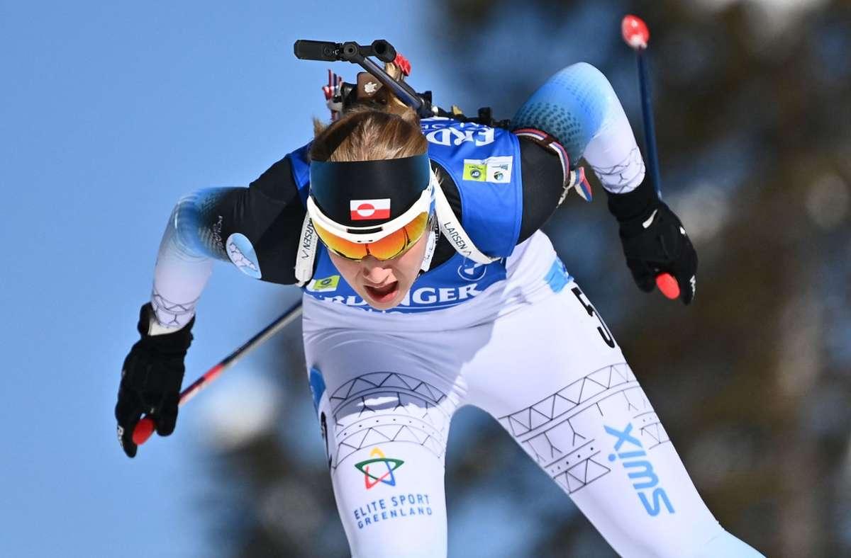 Ukaleq Astri Slettemark ist erst 19 Jahre alt, aber schon eine Volksheldin in Grönland – noch nie schauten in ihrer Heimat so viele Menschen Biathlon am Fernseher. Foto: AFP/JOE KLAMAR