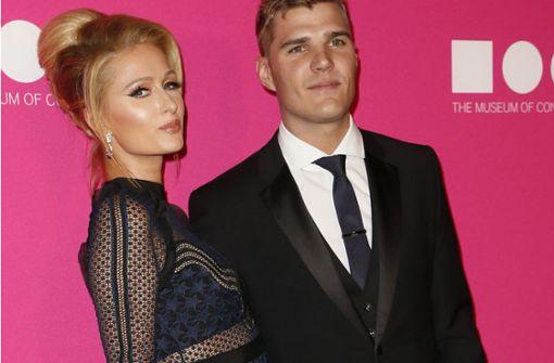 Hotelerbin hat sich mit Schauspieler Chris Zylka verlobt