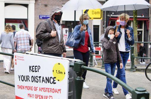 Amsterdam und Rotterdam führen Maskenpflicht ein