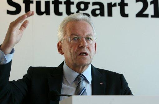 Bahnchef Rüdiger Grube will Stuttgart 21 trotz der Mehrkosten bauen. Foto: dpa