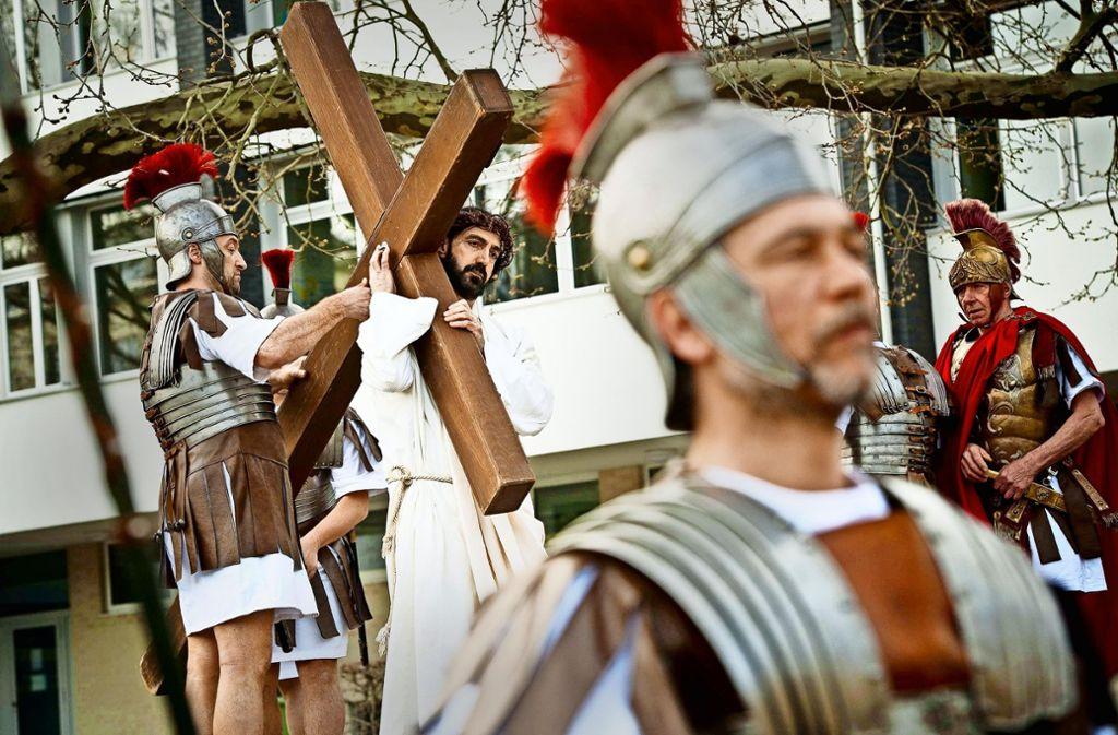 Am Freitag ziehen keine Schauspieler mit Holzkreuz durch Bad Cannstatt. Foto: Lg/Kovalenko