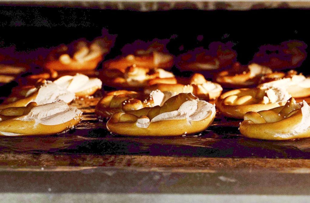 Bäckereien dürfen sonntags auch künftig außerhalb der vorgeschriebenen Öffnungszeiten Brezeln verkaufen – sofern  sie auch ein Café betreiben Foto: Lichtgut/Julia Schramm