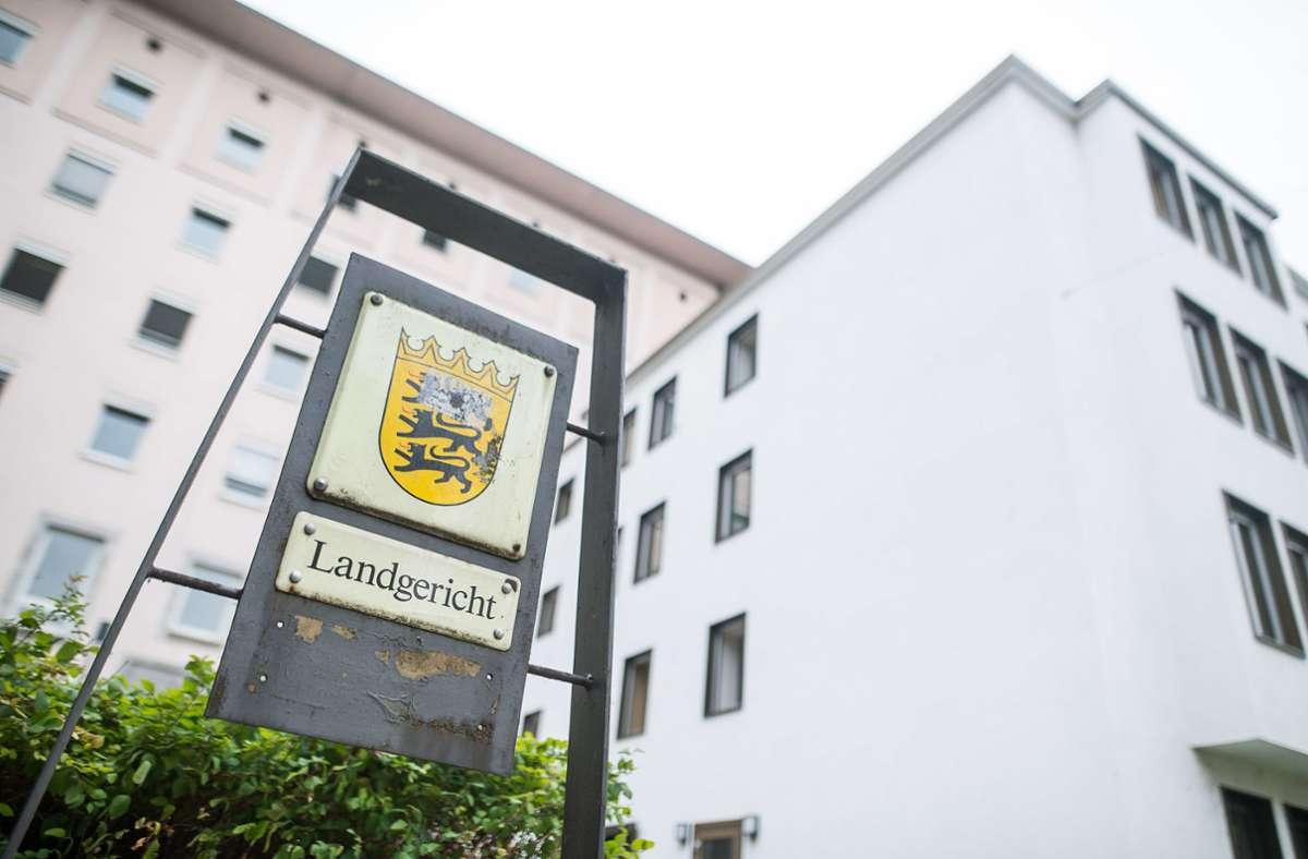 Am Landgericht in Heilbronn ist ein Polizist angeklagt. (Archivbild) Foto: dpa/Sebastian Gollnow
