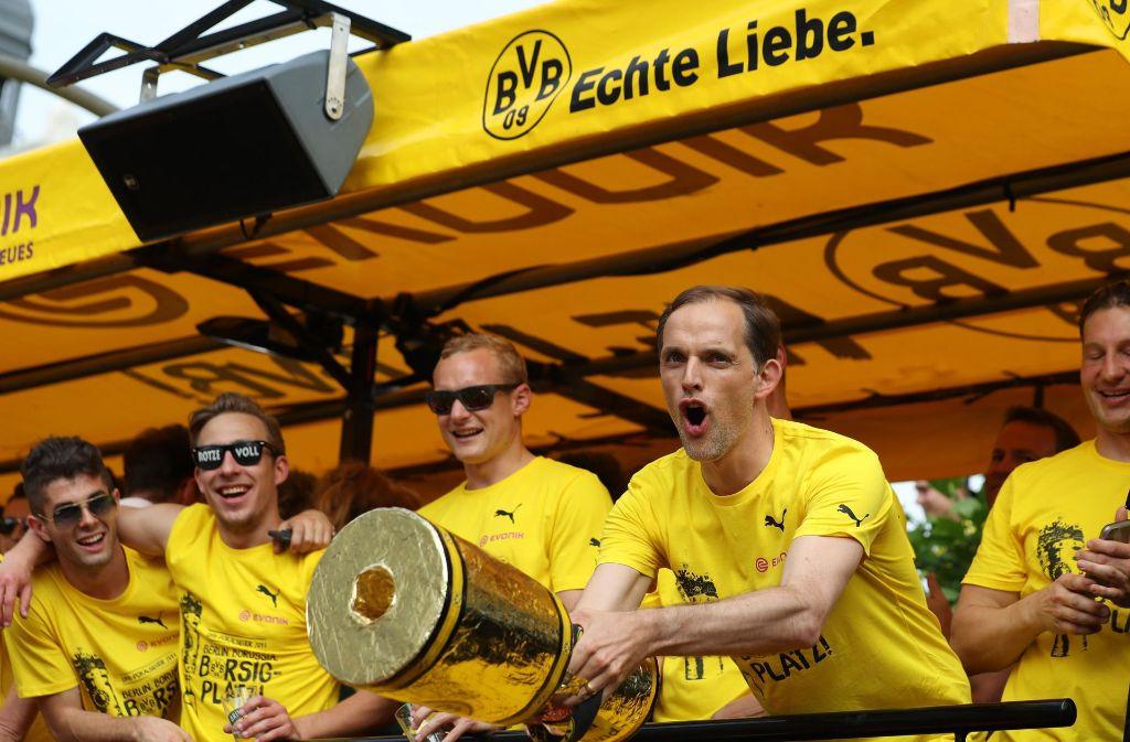 BVB-Trainer Thomas Tuchel feierte noch am Sonntag in Dortmund mit seiner Mannschaft und tausenden Fans den Sieg des DFB-Pokals. Foto: dpa
