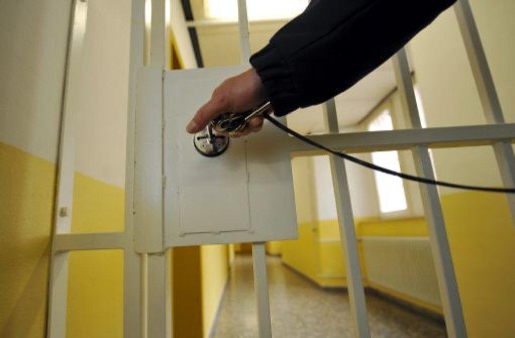 Im Gefängnis herrscht oft Hoffnungslosigkeit vor. Foto: dpa