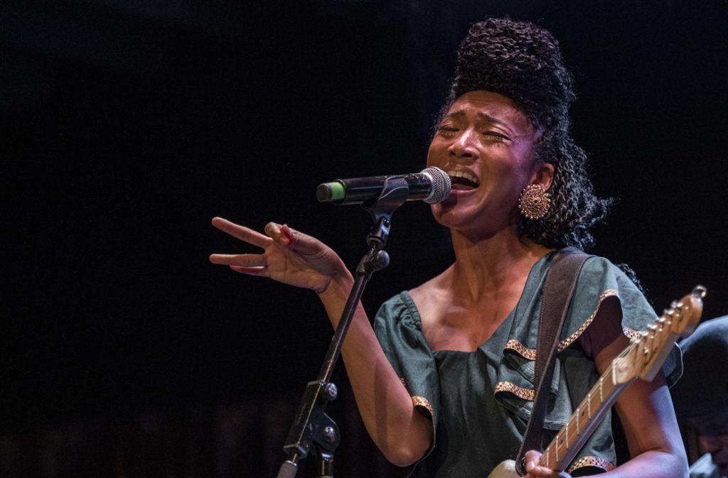 Anmutig und mit einer mächtigen Stimme ausgestattet: Judith Hill am Mittwochabend im Bix Foto: Opus