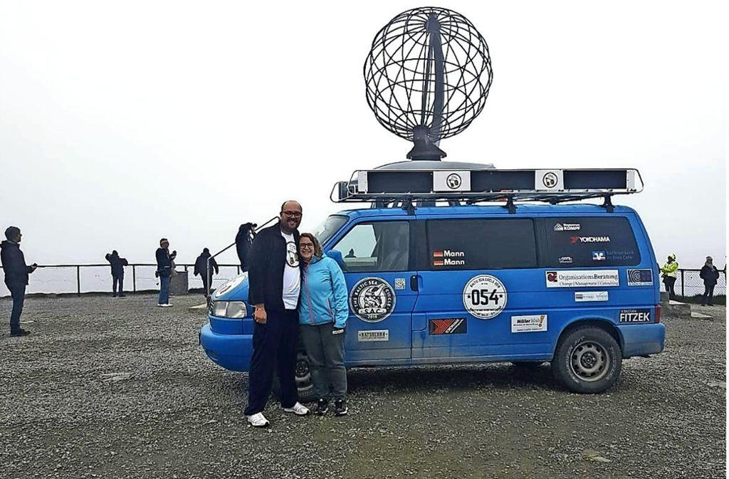 Der Globus ist das Wahrzeichen am Nordkap. Sarah und Daniel Mann haben ihn erreicht. Foto: privat