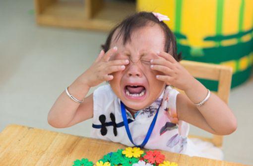 Wie helfen Sie verletzten Kindern?