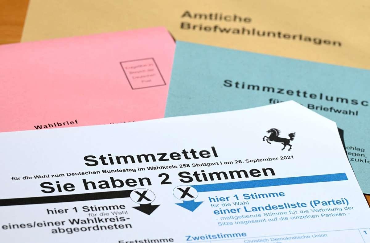 Die Briefwahl muss nicht per Post erfolgen, es gibt mehrere Alternativen (Symbolbild). Foto: dpa/Bernd Weißbrod