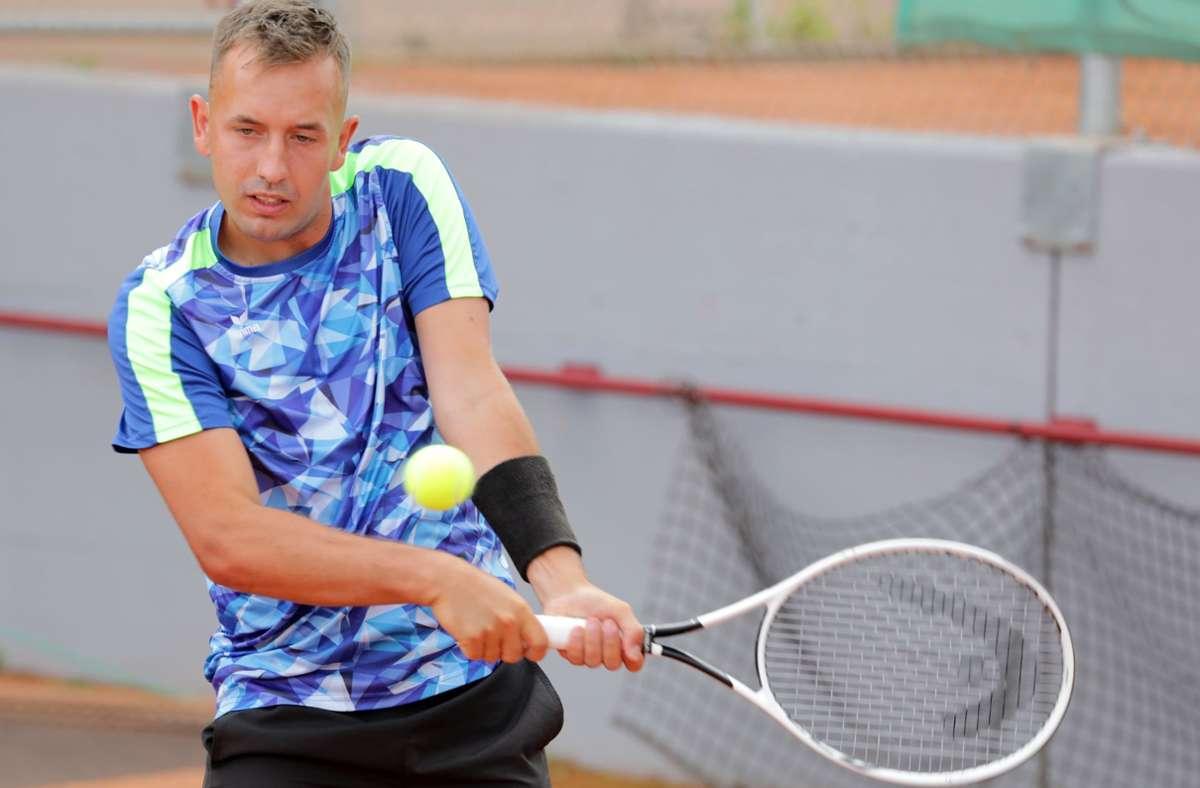 Der Fellbacher Spitzenspieler Kim David Staiger zeigt beim Stadtderby eine starke Leistung. Foto: Patricia Sigerist