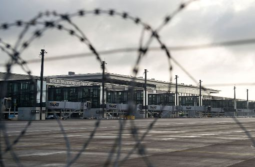 Fluggäste saßen am BER-Terminal fest