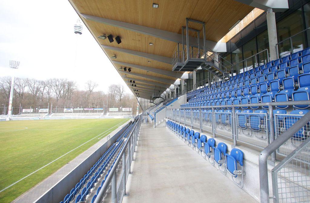 Die Partie der Stuttgarter Kickers gegen CfR Pforzheim wird an diesem Samstag in einen nahezu leeren Gazistadion über die Bühne gehen. Foto: Baumann